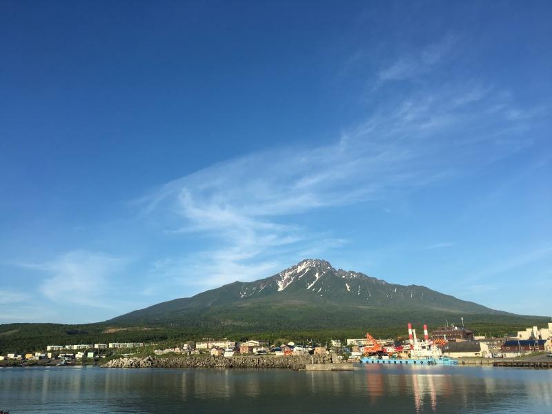 沓形港から見える利尻山