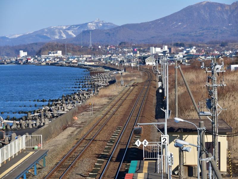 早春の北海道伊達市JR北舟岡駅の風景を撮影