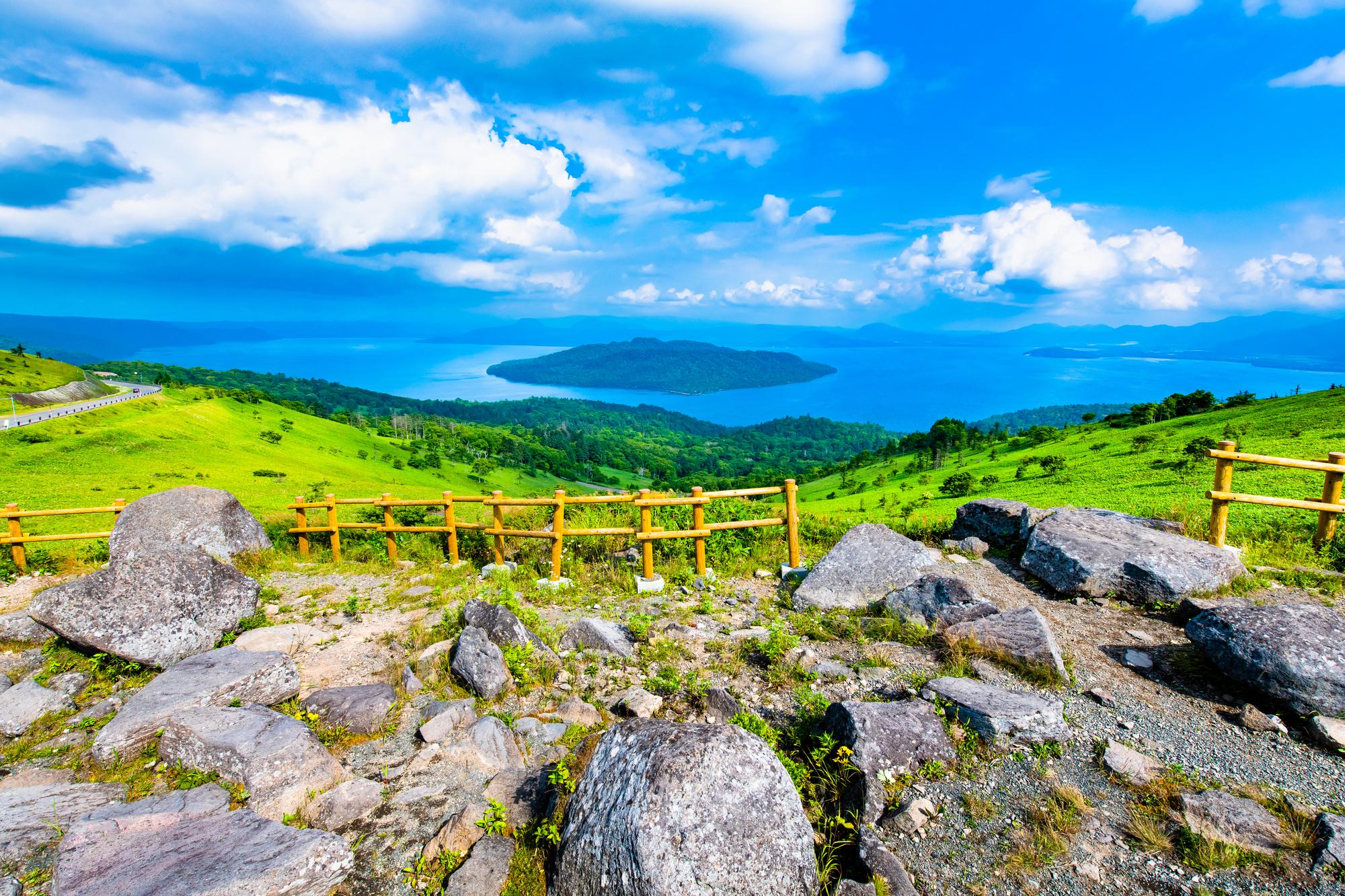 北海道弟子屈町 美幌峠から望む屈斜路湖