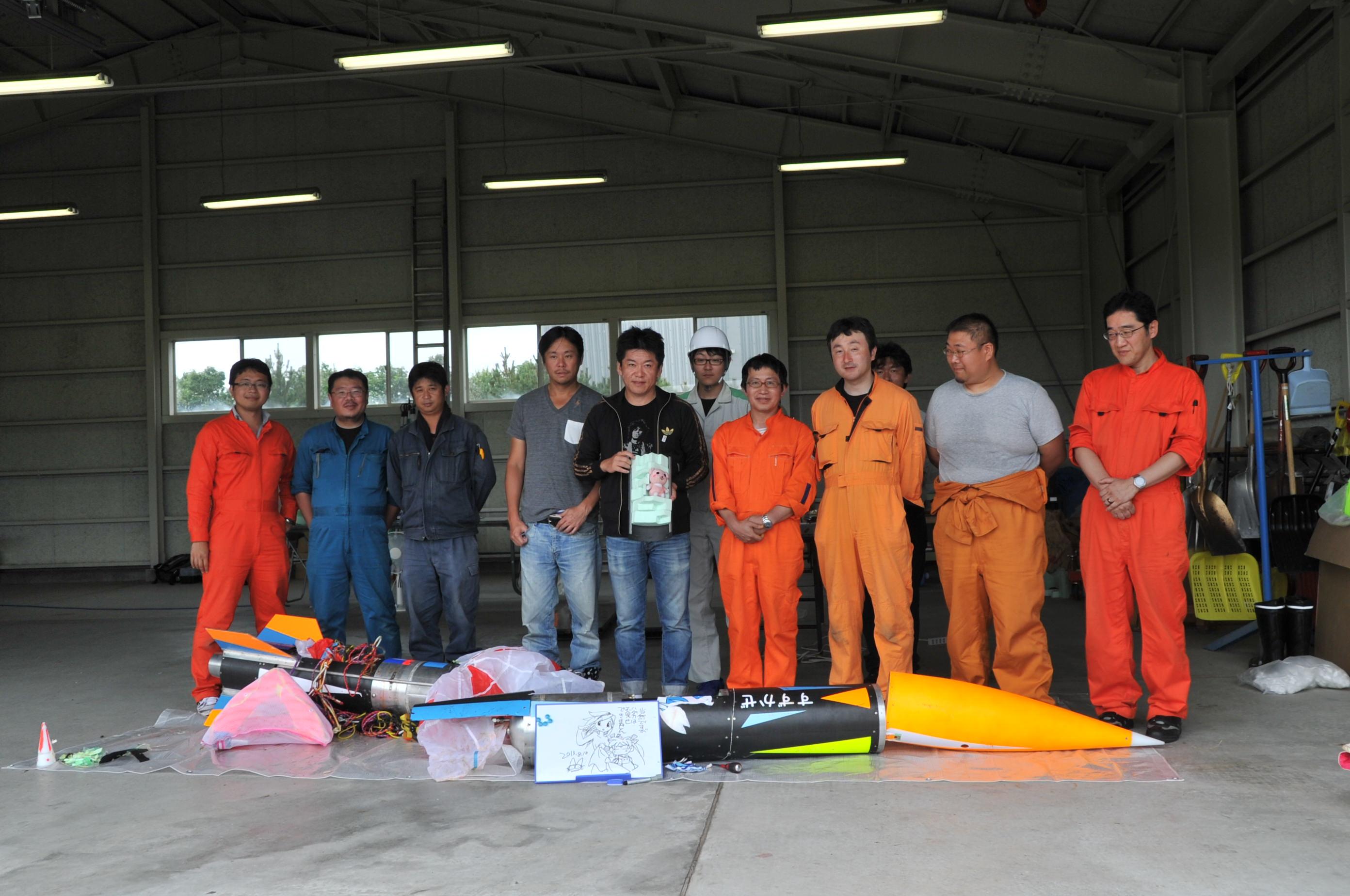 IST株式会社入社4か月、堀江貴文さんと(左から1番目が稲川さん)
