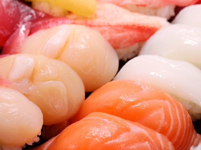 握り寿司 サーモン カニ イカ ホタテ