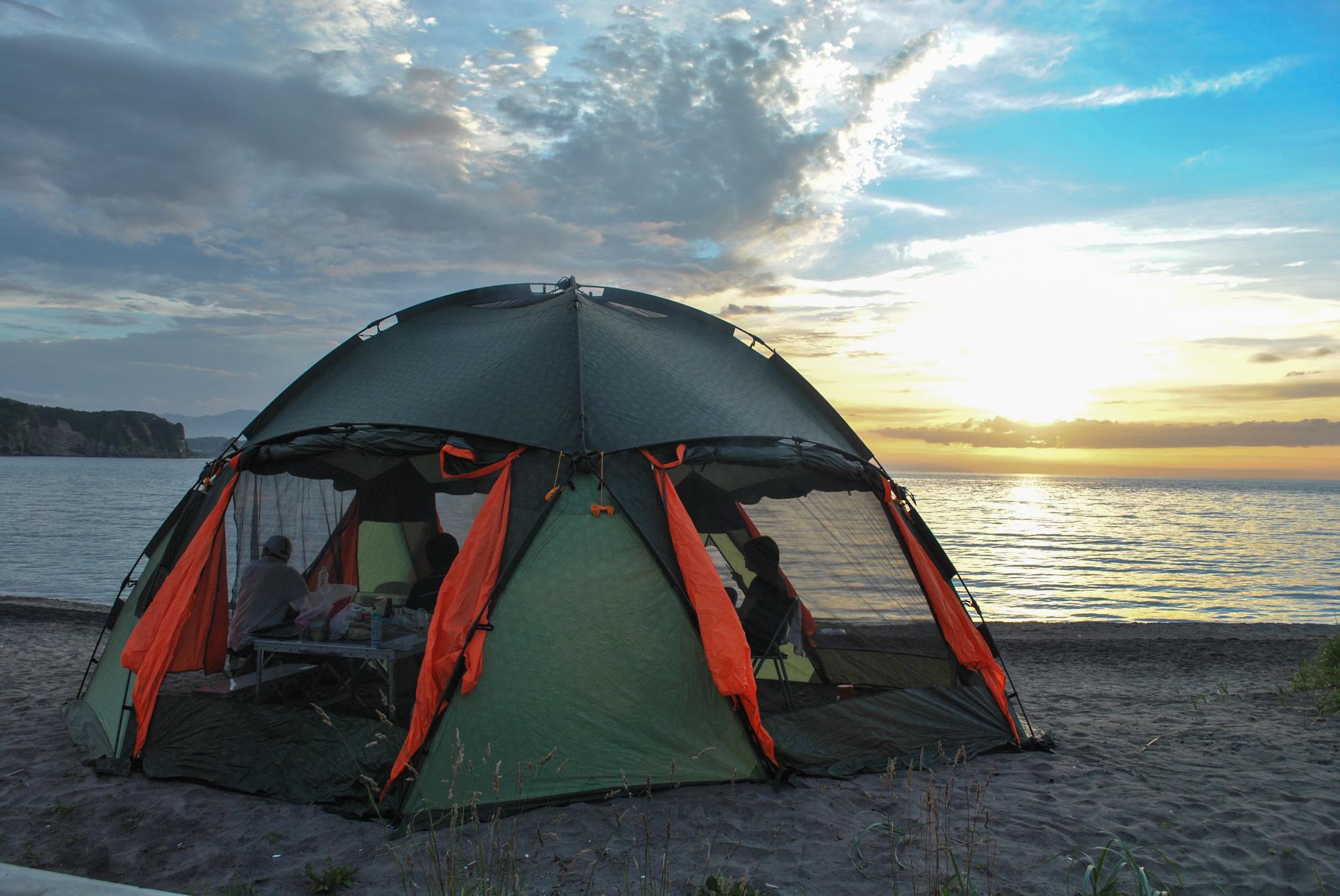 海でテント