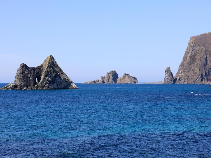 神恵内村の窓岩とジュウボウ岬