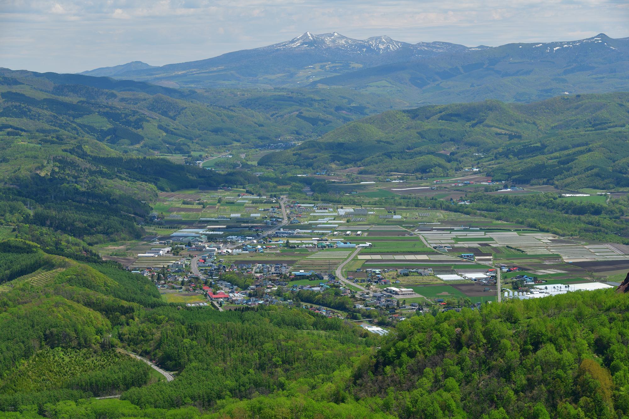 北海道壮瞥町有珠山の山頂展望台から洞爺湖の壮瞥町側の風景を撮影