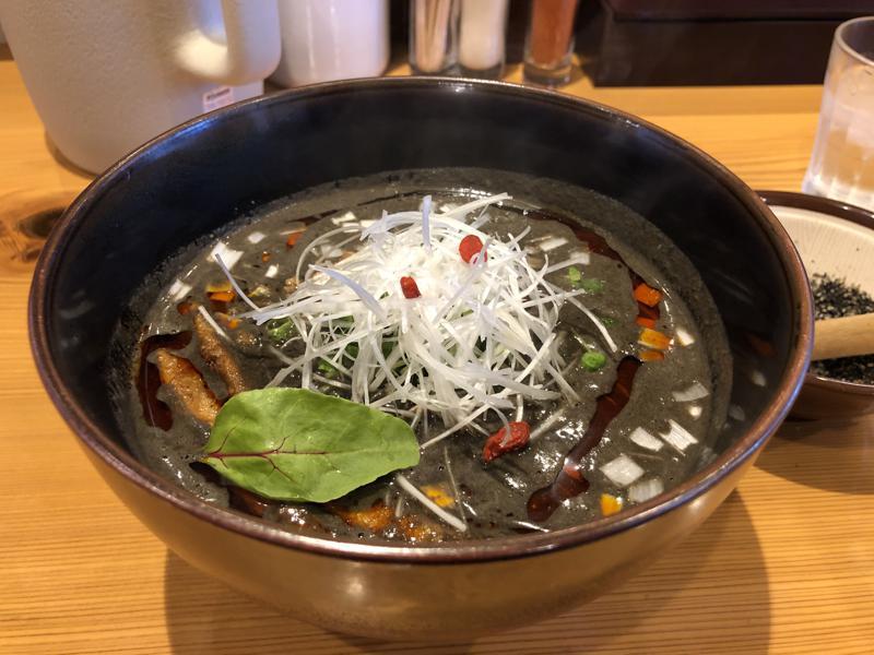 草木塔黒ゴマ担々麺