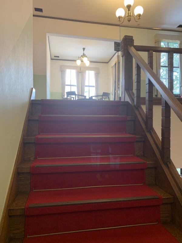ナガヤマレスト 階段