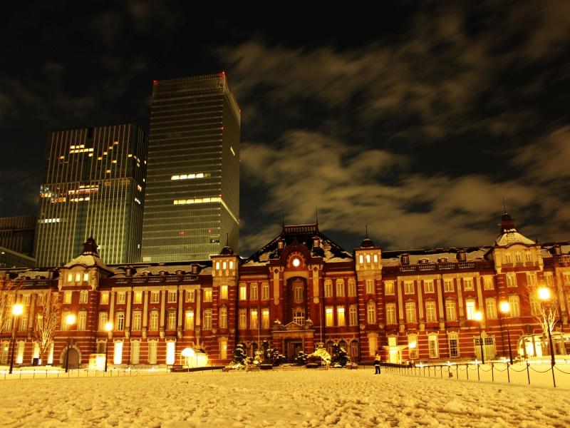 大雪の東京駅