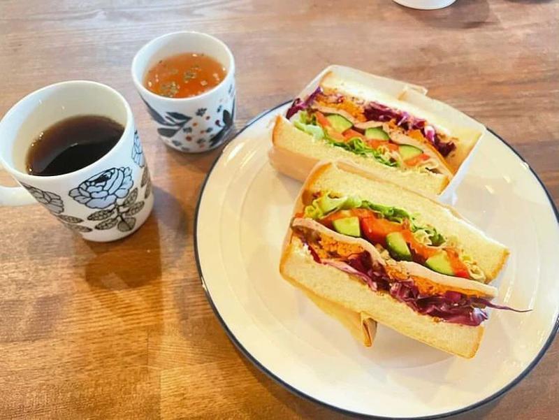 『地産の野菜と駒ヶ岳ポークのサンドイッチ』