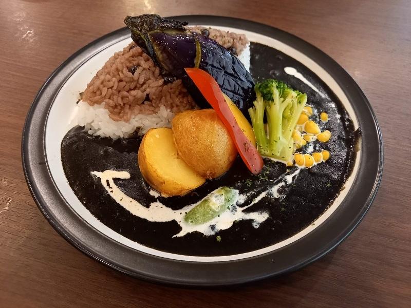 黒い野菜カレー
