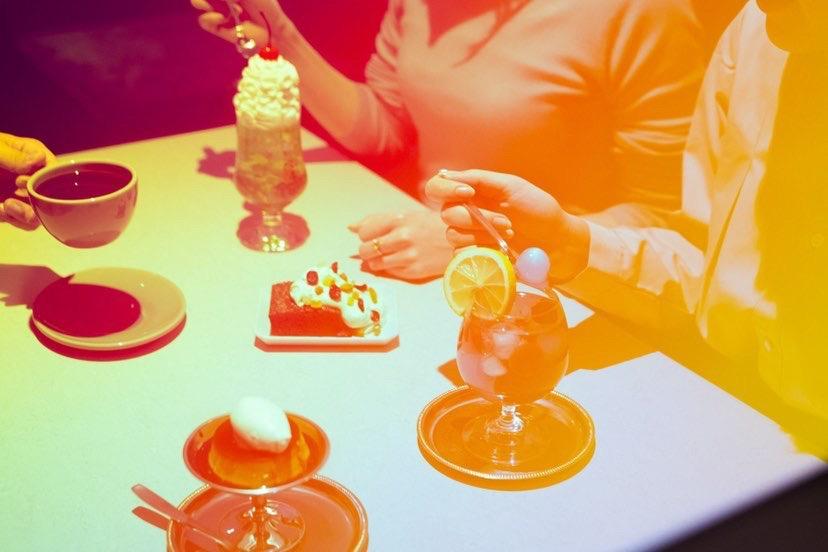 薄野喫茶パープルダリア テーブル