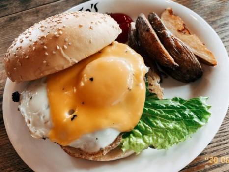 JoJo's Cafe&Bar(ジョジョズ カフェ&バー) ハンバーガー
