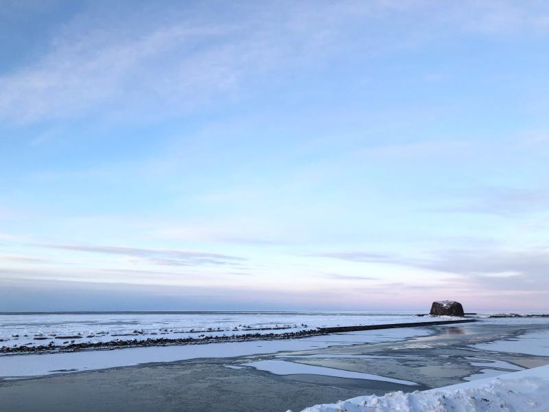流氷硝子館から見える帽子岩とオホーツク海
