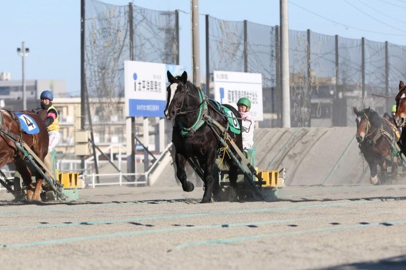 レース中の竹ケ原騎手
