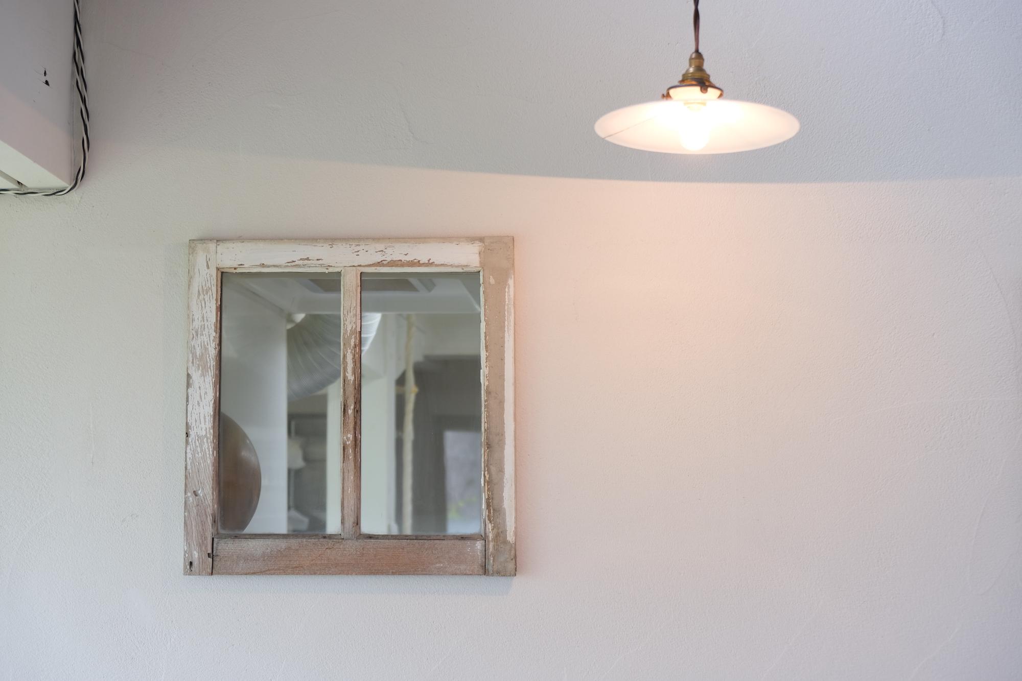 厨房と店内をつなぐ窓